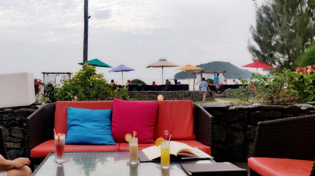 Meritus Pelangi Langkawi - Cocktails by the sea